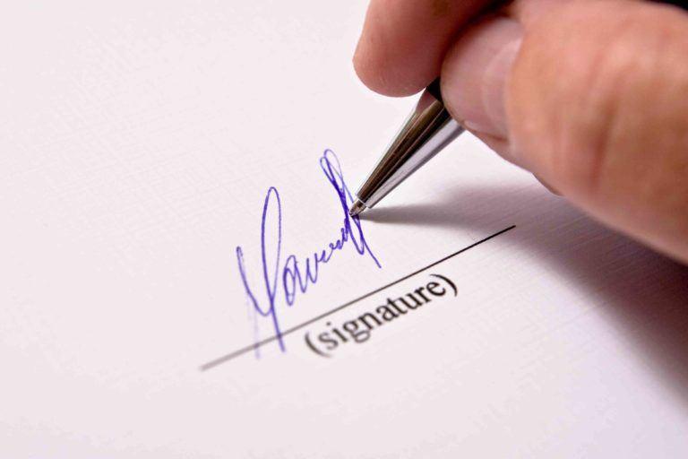 Signatur auf weissem Papier
