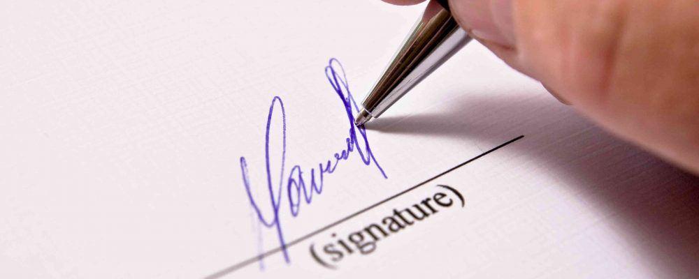 Signatur auf weißem Papier